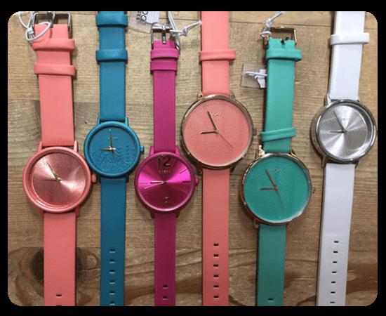 background-boutique-en-ligne-montres-coloree-marque-oozoo-accessoires-femmes-boutique-magasin-de-vetements-arrosoir-Biesme